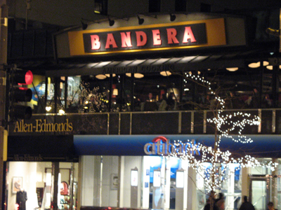 Bandera makes Michigan Avenue part of its décor.